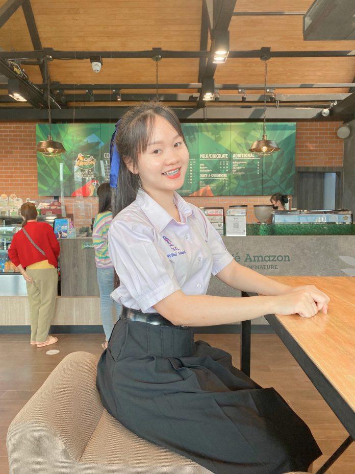 น้องจีน่า สาวสวยมัธยมศึกษาปีที่ 5 โรงเรียนบึงกาฬ มีความน่ารัก สดใส ยิ้มโลกละลาย